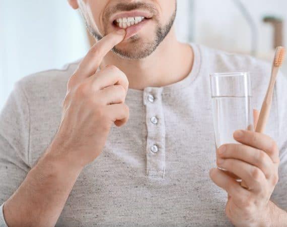 Krwawienie dziąseł - dlaczego nie można go lekceważyć?